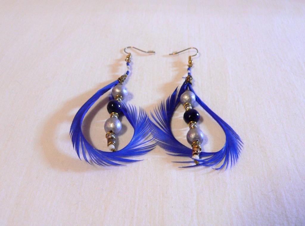 Boucles d'oreilles plume et céramique, couleur lilas et bleu